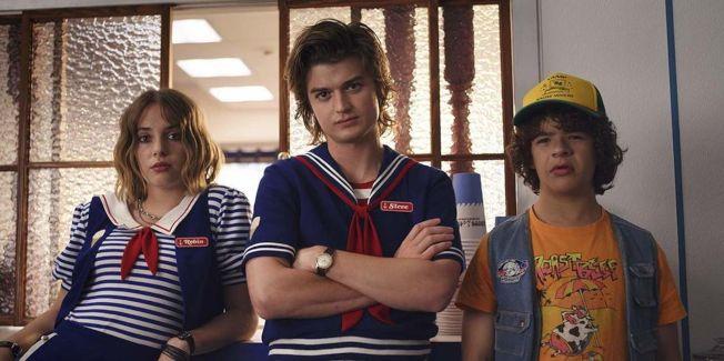 好萊塢星二代瑪雅霍克(左)加入「怪奇物語」第3季的演出。(取材自Netflix)