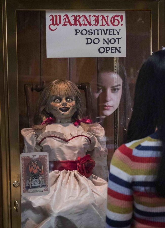 「安娜貝爾回家囉」緊張氣氛牽動觀眾神經。(圖:華納兄弟提供)