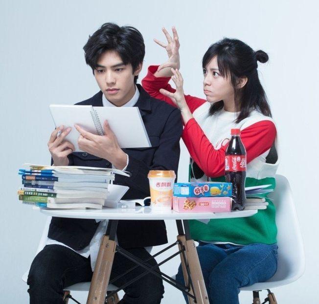 宋芸樺(右)搭檔新一代男神宋威龍演出青春片。(圖:群星瑞智提供)