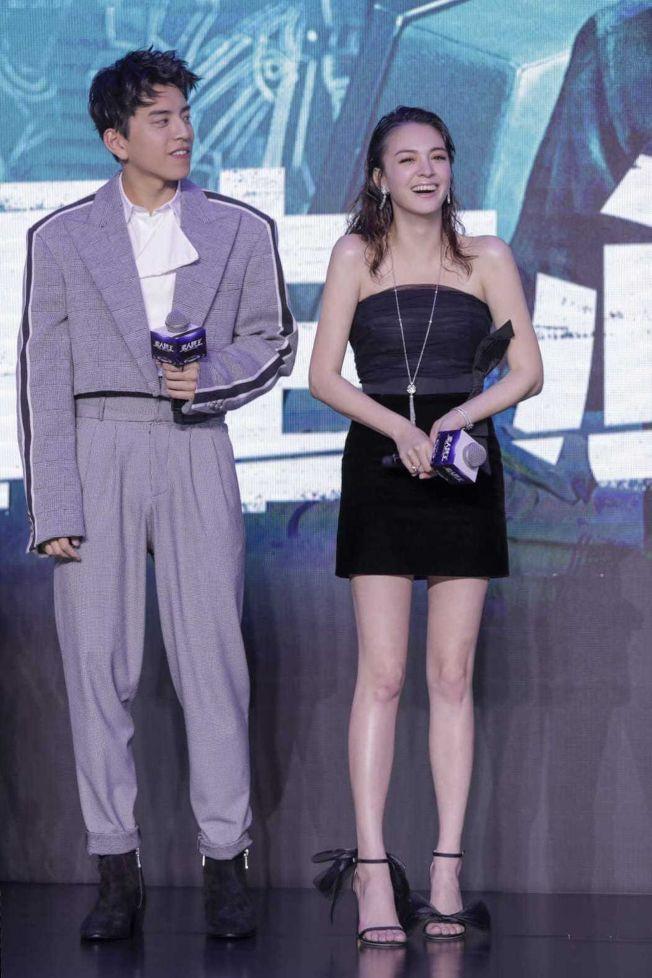 張榕容(右)與王大陸一起現身上海電影節宣傳《素人特工》。(圖:澤東提供)