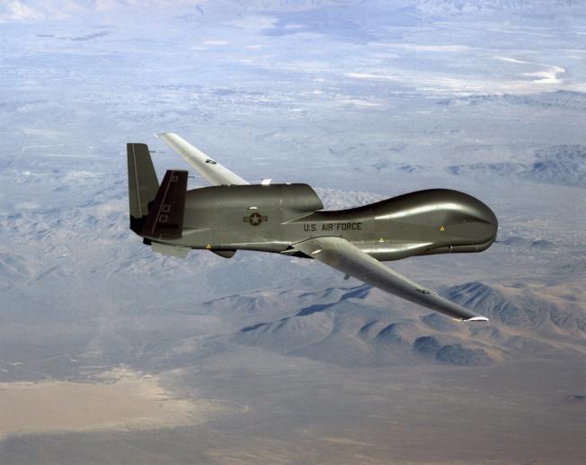 美空軍無人偵測機「全球鷹」上周遭伊朗擊落,但川普總統沒有立即而直接的發動軍事攻擊的報復。(美聯社)