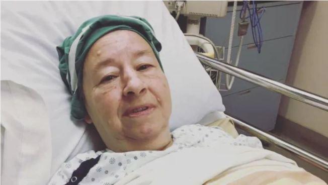 加拿大一名63歲婦人日前因身體不適被緊急送醫,到院時已經量不到血壓,但院方卻把她放在急診室5小時才送進手術室,導致她失血過多死亡。圖截自CBC