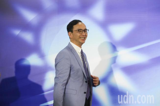 國民黨今天在高雄舉辦總統初選國政願景電視發表會,參選人朱立倫步入會場。記者葉信菉/攝影