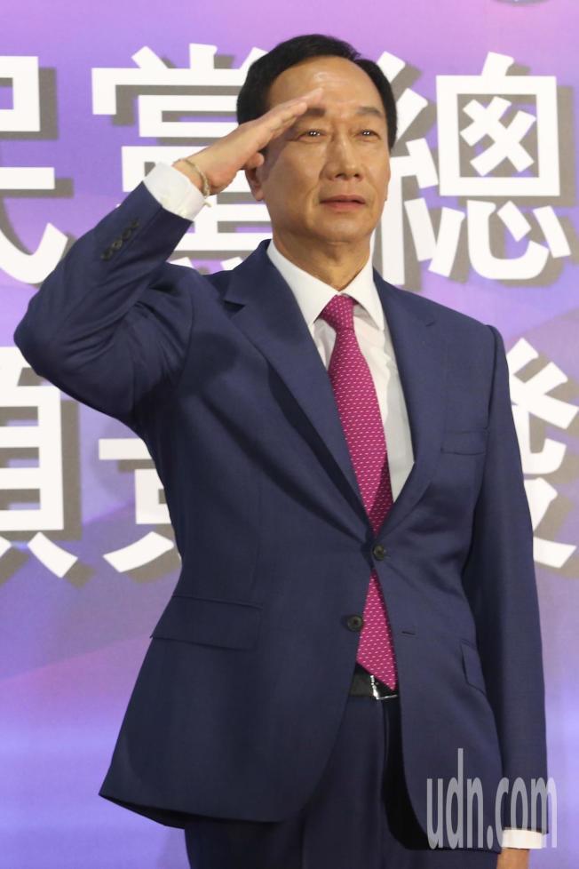 國民黨今天在高雄舉辦總統初選國政願景電視發表會,參選人郭台銘步入會場。記者葉信菉/攝影