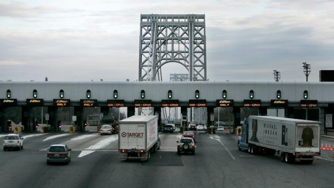 紐新航港局擬漲過橋費,華盛頓大橋收費將從15元漲至16元。(美聯社)