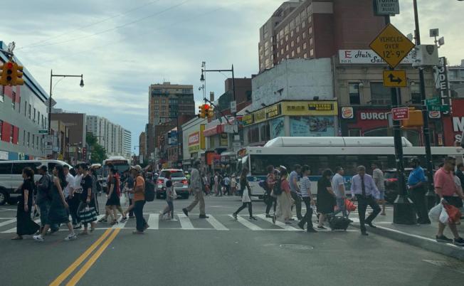 報告指出,從2010年至2017年,華裔移民人口增長達29%;圖為法拉盛華人社區。(記者曹健╱攝影)