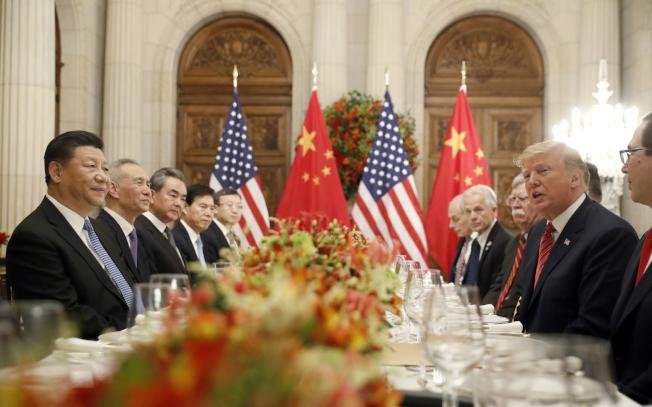 習近平主席(前左)與川普總統(前右),即將在日本大阪舉行的G20峰會上見面。圖為美中兩國元首2018年12月在阿根廷G20峰會見面。(Getty Images)