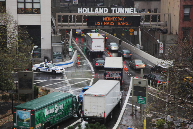 紐新航港局公布漲價計畫,包括荷蘭隧道在內的紐新之間的大橋和隧道的收費將從15元漲至16元。(Getty Images)