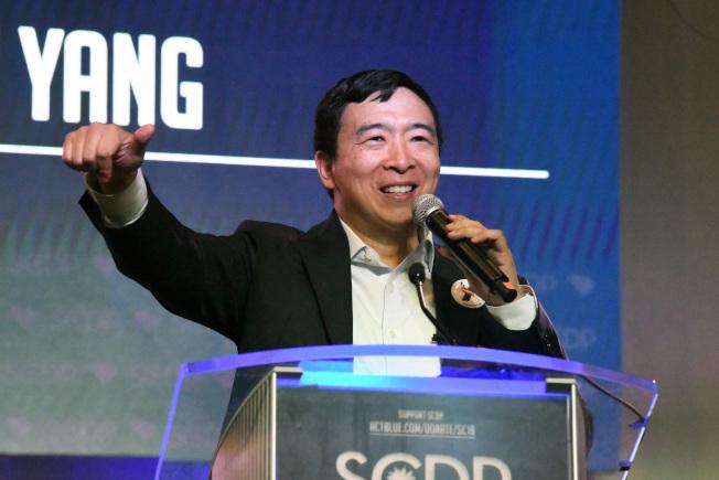 華裔參選人楊安澤的政見之一是發放「自由紅利」1000元,越來越受到重視。(美聯社)