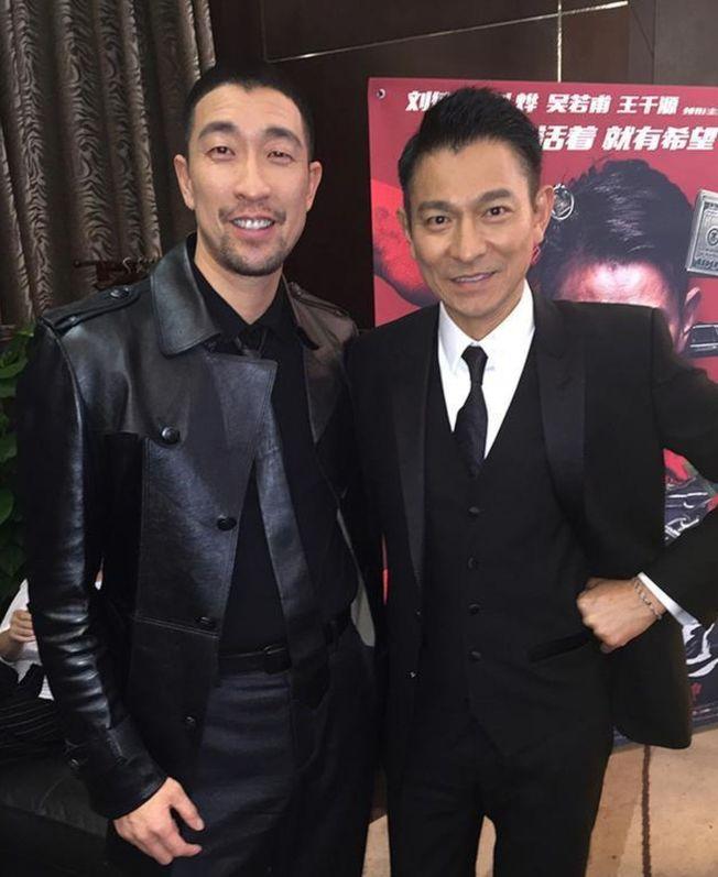 王千源(左)曾與劉德華一同演出《解救吾先生》。(取材自微博)
