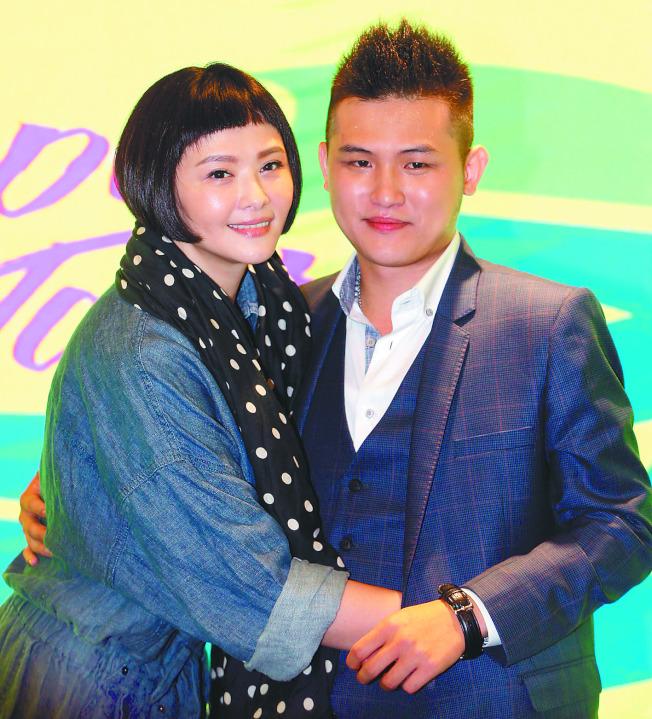 蕭淑慎(左)一度胖了12公斤,右為她的老公梁軒安。(本報資料照片)