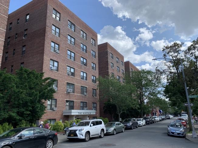 皇后區雷哥公園到曼哈頓中城的通勤時間約為45分鐘,社區內有大量可負擔房屋。(記者和釗宇/攝影)