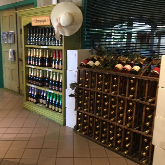 酒莊陳列各式葡萄酒。(記者啟鉻/攝影)
