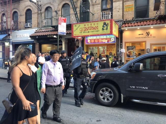 警察封鎖現場,禁止車輛通行。(記者顏嘉瑩/攝影)