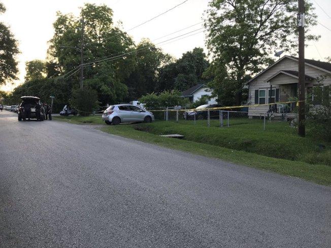 休士頓Rockcliff Drive 9200街區一處民宅,女屋主擊斃一名入侵男子。(KHOU)