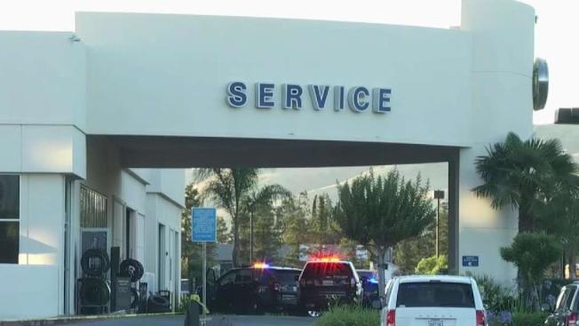 南灣莫甘山(Morgan Hill)的福特經銷商發生槍擊案,一名被開除的職員開槍射殺兩名上司。兩名受害人和槍手都在服務部門工作。圖為經銷商辦事處的服務部。(電視新聞截圖)
