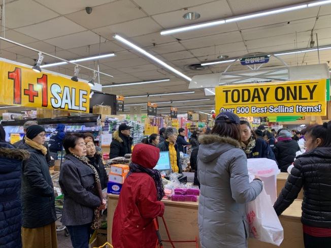 漢陽超市H&Y日前瘋狂大促銷現場。