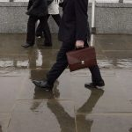 放棄銀行高薪34歲退休 他感嘆「4大缺點」