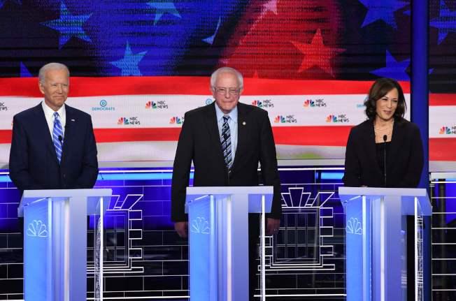 前副總統白登(左起)、參議員桑德斯、參議員賀錦麗,是目前初選參選人的領跑者。(美聯社)