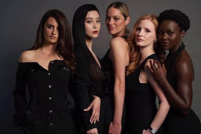 左起潘妮洛普克魯茲、范冰冰、瑪莉詠柯蒂亞、潔西卡雀絲坦、露琵塔尼詠歐確定演出電影《355》。(取材自微博)