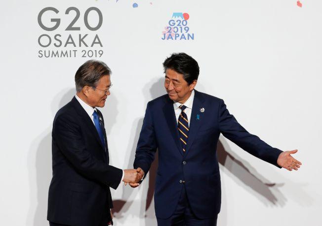 安倍冷对文在寅G20互动仅8秒