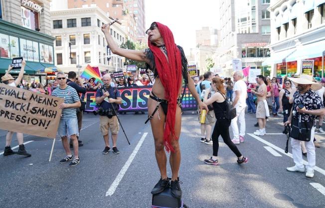 今年活動組織者決定擴大舉辦,將遊行定調為「世界同志大遊行」(World Pride)。(Getty Images)