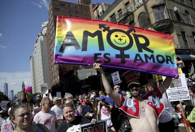 紐約市同志大遊行,紀念「石牆暴動」50周年。(美聯社)