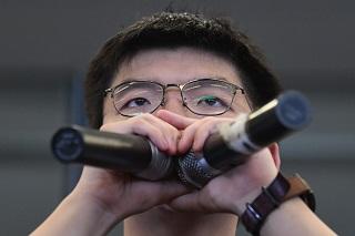 黃之鋒昨天上午出獄,下午即出席抗議集會。(Getty Images)