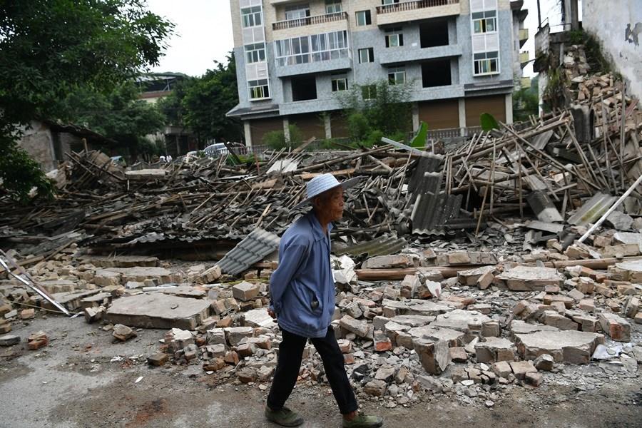 雙河老街許多房屋被震倒。中新社