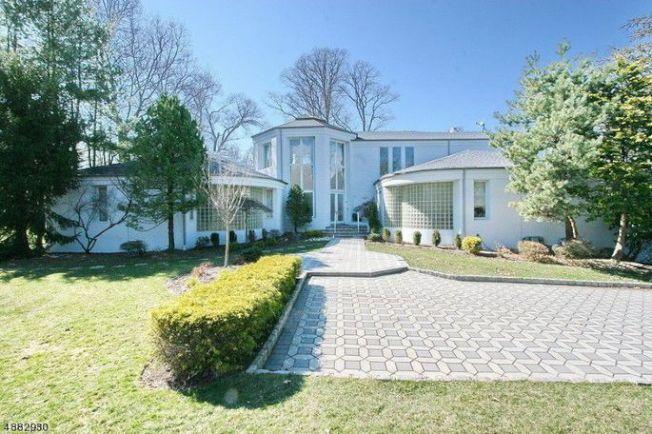歌莉亞蓋納把新澤西州綠溪鎮的8000平方呎豪宅掛牌出售,喊價140萬元。(Realtor)