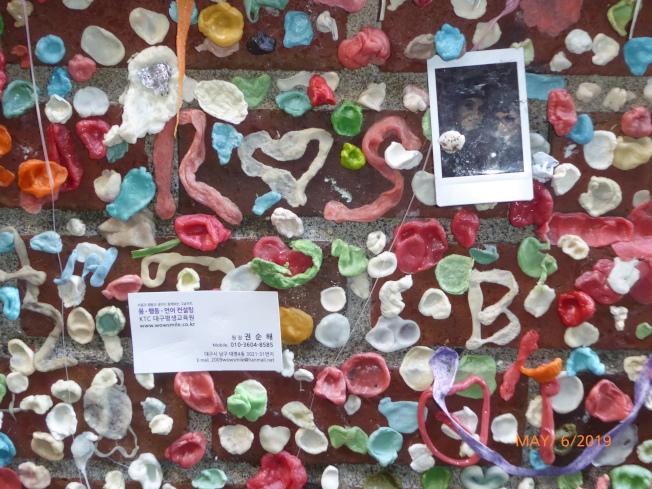 派克市場下層的「口香糖牆」。