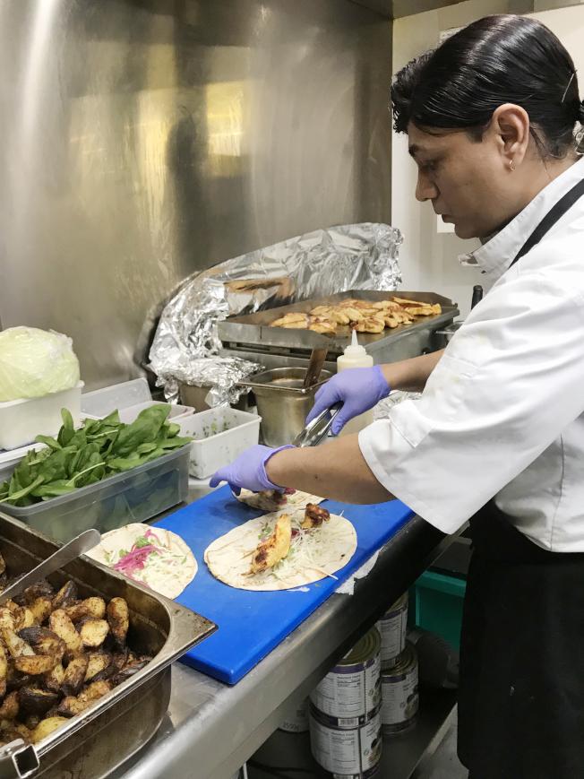難民變廚師 巴黎安居餐廳成熔爐
