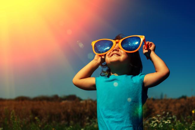 太陽眼鏡別戴這個顏色 抗UV要這樣挑