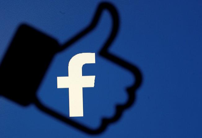 臉書上的「讚」和留言人數恐引發社交地位焦慮,許多社群媒體考慮調整或是摒棄這類人氣指標。(路透)