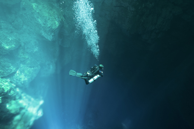 潛水者在水下要注意呼吸。(圖:馮文靜提供)