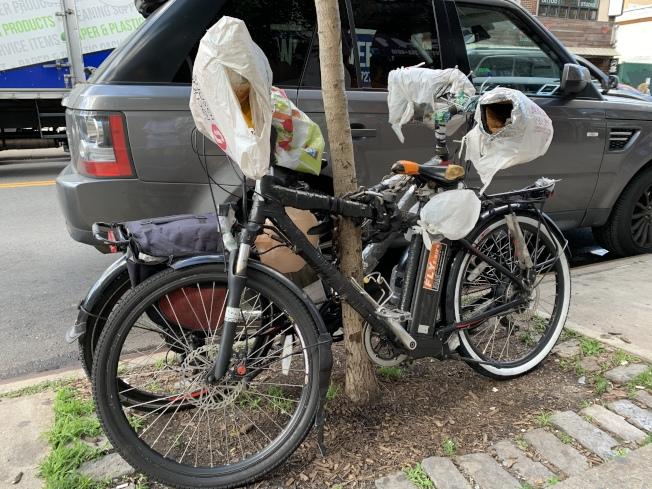 白思豪質疑電單車最高時速25哩會造成安全問題,有意阻止電單車使用單車道。(記者劉大琪/攝影)
