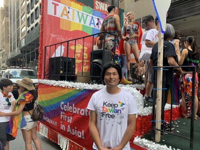 許伯丞表示,今年是台灣連續第四次參加紐約「同志自豪大遊行」,共有超過100人參加。(記者和釗宇/攝影)