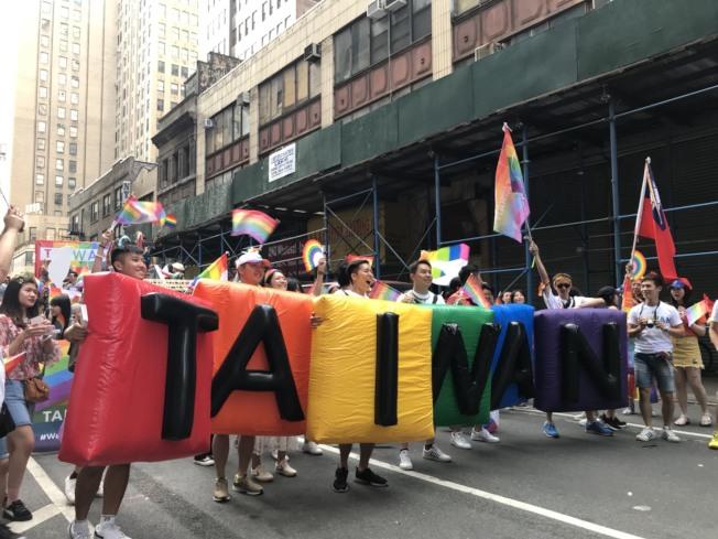 今年是台灣連續第四次參加紐約「同志自豪大遊行」,共有超過100人參加。(記者和釗宇/攝影)