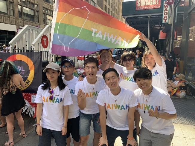 台灣同性戀平權組織「婚姻平權大平台」第一次參加紐約「同志自豪大遊行」。(記者和釗宇/攝影)
