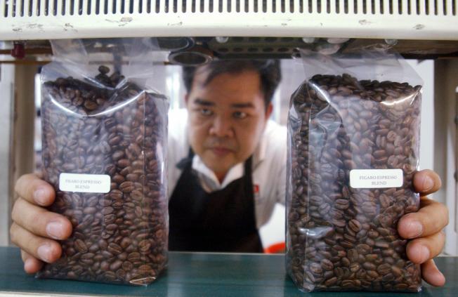 要享受到美味的咖啡,咖啡豆很重要,磨豆時間和磨豆機也需配合。(Getty Images)