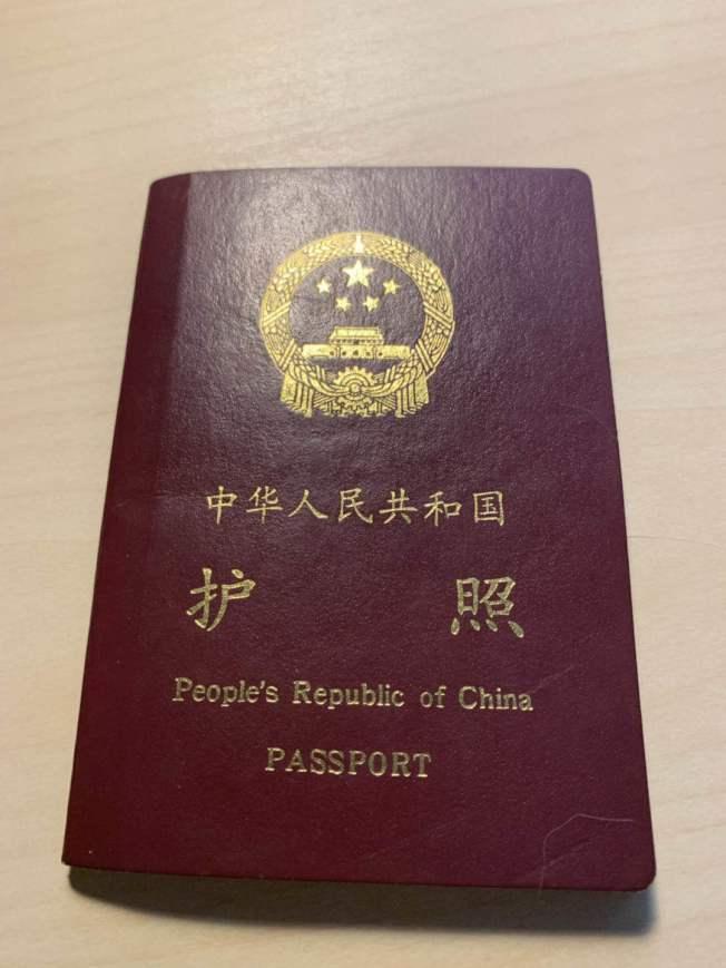 從7月1日起,中國駐外使領館降低普通護照、旅行證收費從每本160元人民幣降至120元人民幣。(本報檔案照)