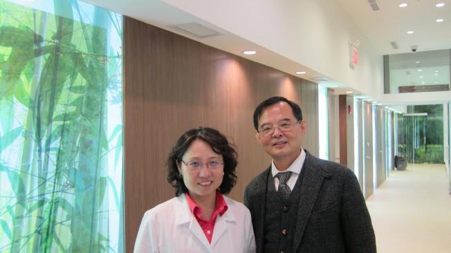 腦神經科丁雷醫生(右)和復健專科陳虹君醫生(左)聯合主持的「全方位神經痛症復健中心」,提供最新最先進的痛症、腦神經及睡眠眩暈等醫療服務。