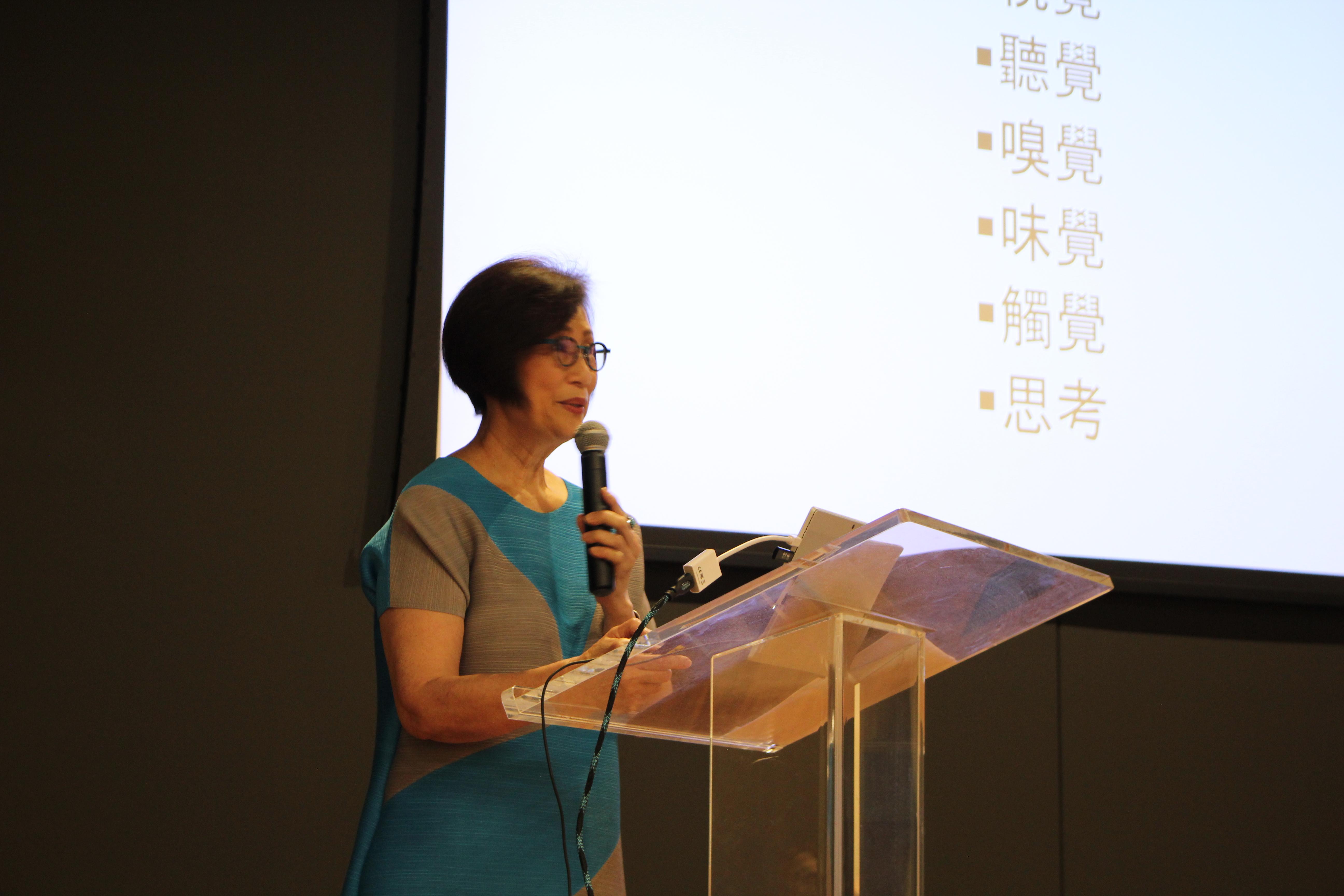 辜懷箴代表趙氏基金會捐贈100萬元興建「長者活動中心」,她在演講時以人類具有的各種感覺,向民眾闡述我們應當感恩所擁有的一切。