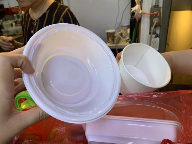 替換餐具眾多,不少業者反映需時間適應新容器。(記者賴蕙榆/攝影)