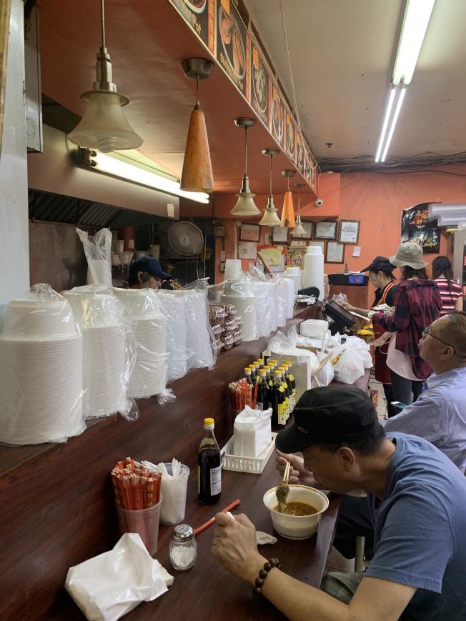 保麗龍禁令7月起開罰,多數法拉盛華裔商家已替換一次性餐盒。(記者賴蕙榆/攝影)