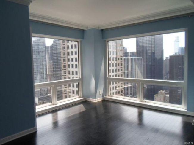 這套43樓公寓有一間臥室和兩間半浴室。(Realtor)