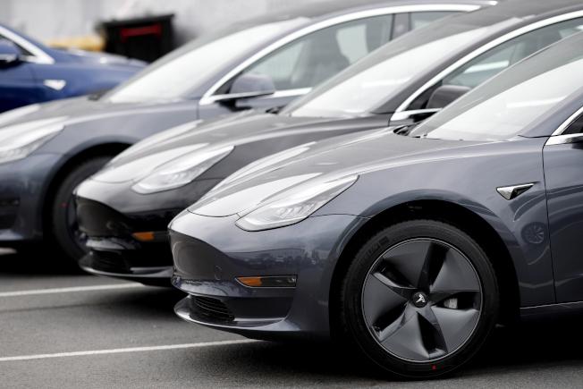 特斯拉第二季創下單季交車量以及生產量的新紀錄。(美聯社)