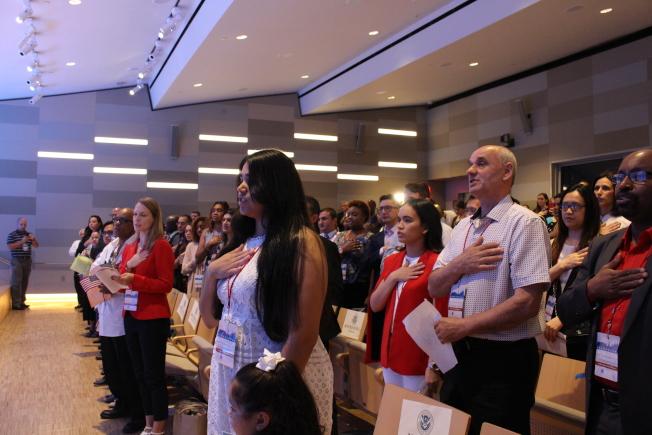 52位新公民在911紀念博物館宣誓入籍。(記者張晨/攝影)