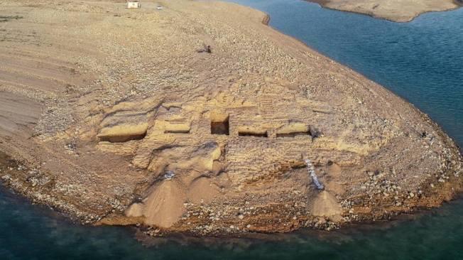 庫德斯坦(Kurdistan)底格里斯河的摩蘇爾大壩水庫近日乾涸,露出美索不達米亞文明的「神秘帝國」遺跡。(取材自University of Tübingen eScience Cente/Kurdistan Archaeology Organization網站)