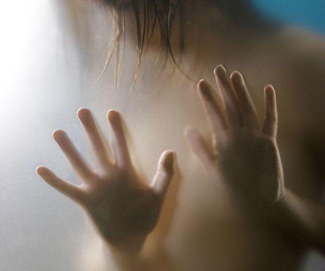 印度一名少女因成績名列前茅,慘遭表兄弟聯手性侵。示意圖/ingimage